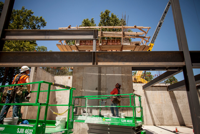 Steel installation at the Williams Lodge, July 2016