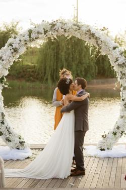 /assets/2511/jtp041021-jason-megan-wedding-sneak-peeks-42_websize.jpg
