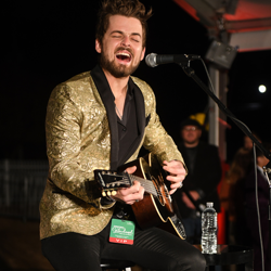 Chase Bryant performed a few songs at the Lighting Ceremony.