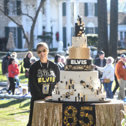 Fans had their photos made with the cake following the ceremony.