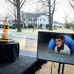Fans get ready for the annual cake cutting ceremony at Graceland.