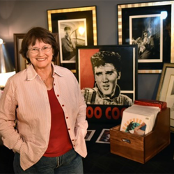 Elvis artist Betty Harper greeted fans at the Birthday Celebration.