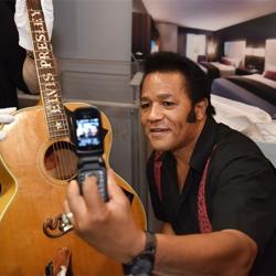 Semifinalist Robert Washington snaps a selfie with Elvis