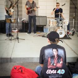 Bands performed around Elvis Presley