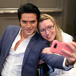 2013 Ultimate Elvis Tribute Artist Dean Z takes great selfies with fans!