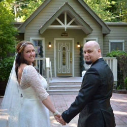 David Hines and Nikki Reeves of Cape Girardeau, Missouri, were married at Graceland's Chapel in the Woods on May 14, 2016