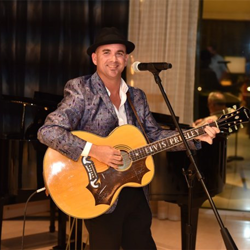Brad Birkedahl entertained guests in the hotel lobby at The Guest House at Graceland.