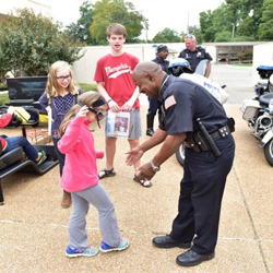 Home school students had the chance to hang out with Memphis police officers.