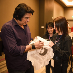 This lucky fan had all of the ETAs sign her t-shirt.
