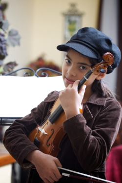 Violin student with rental violin