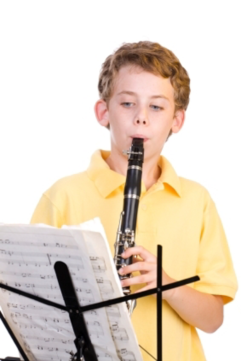 clarinet student with clarinet rental | Amro Music Memphis