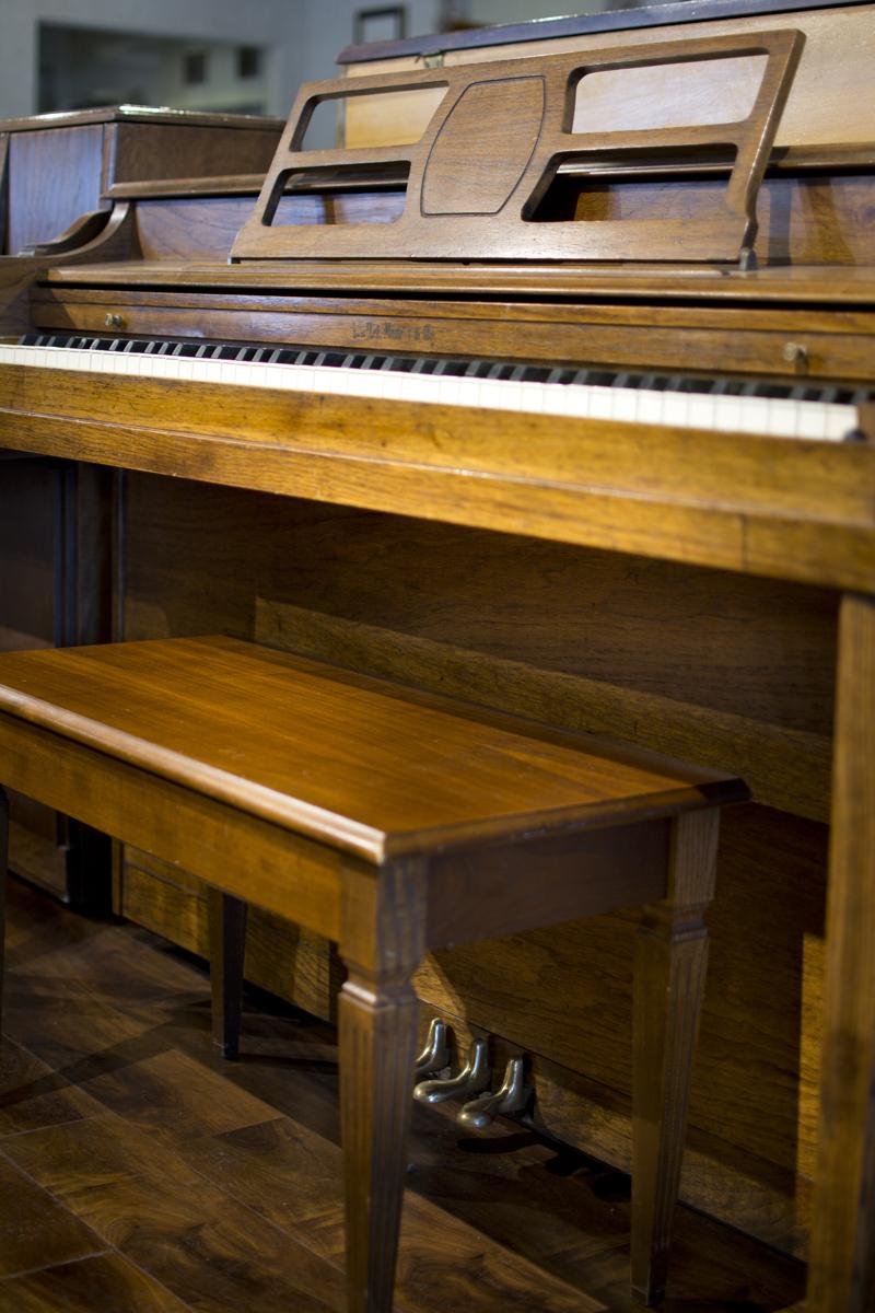 Amro Music Hallet Amp Davis Walnut Satin Spinet Piano Sold