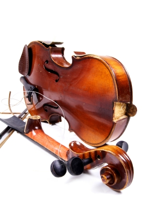 Violin that needs maintenance and repair