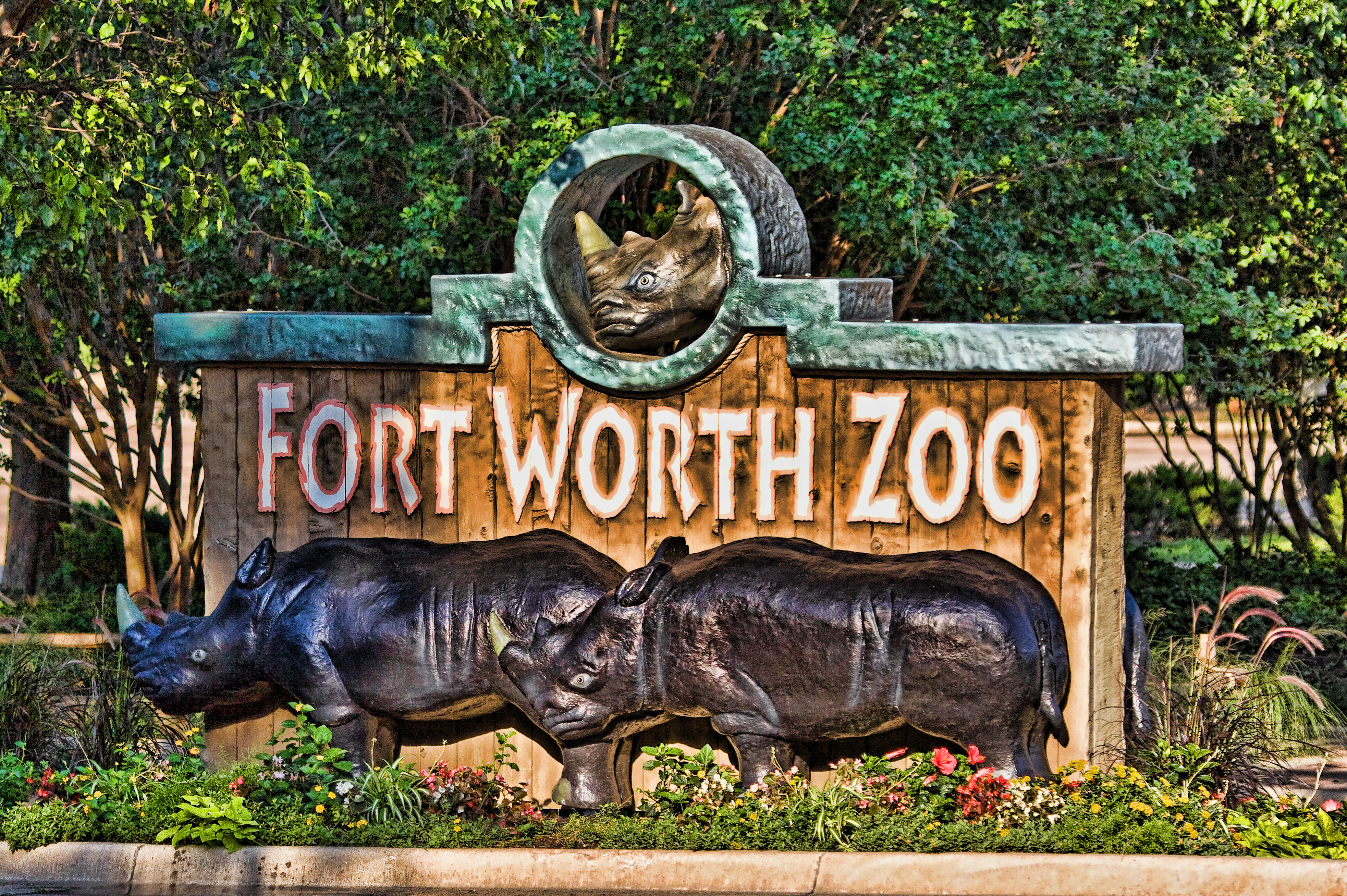 Fort Worth Zoo entrance sign