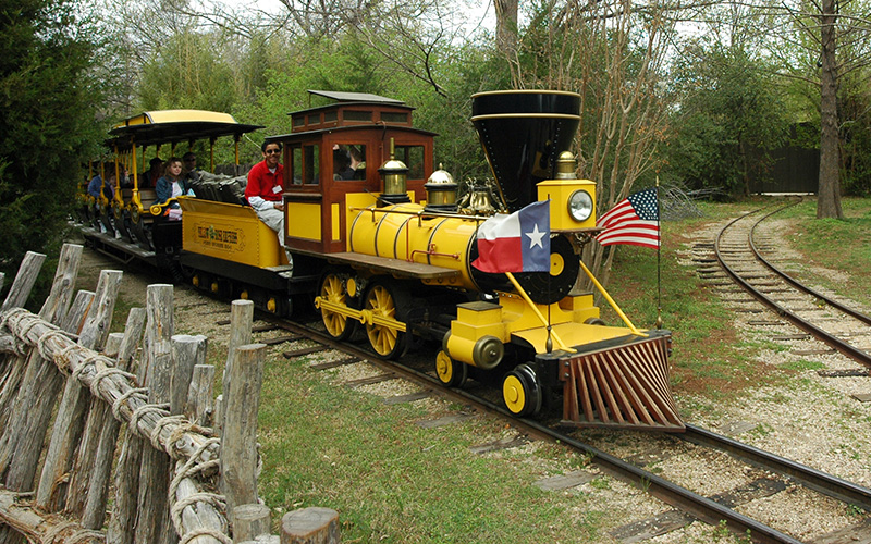 train at Fort Worth Zoo