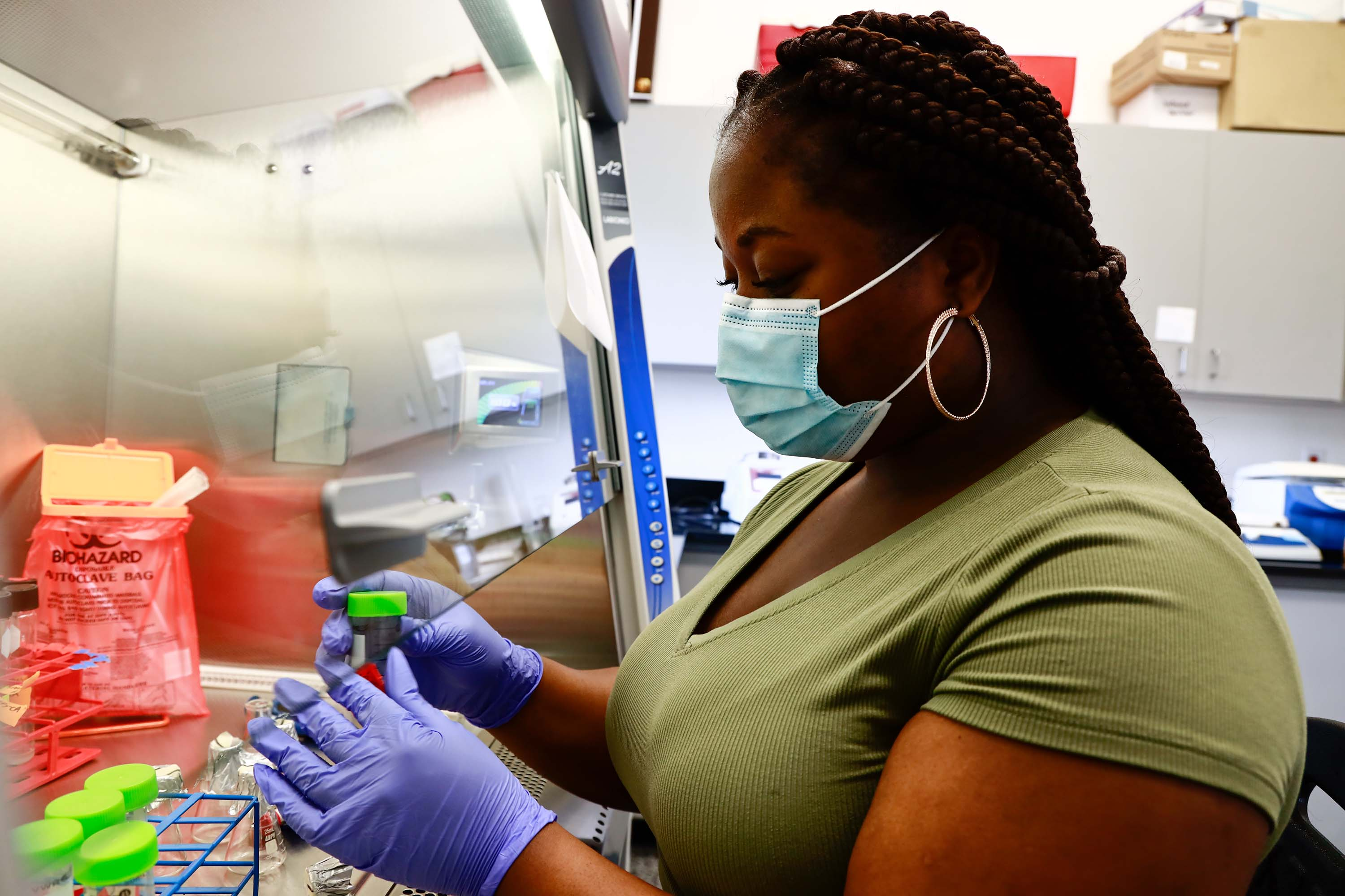 MarSci-LACE intern Hordrice Graham at work in the Marine Microbiology lab at Mote's Aquaculture Research Park (MAP) in Sarasota, Fla. Photo Credit - © Mote Marine Laboratory