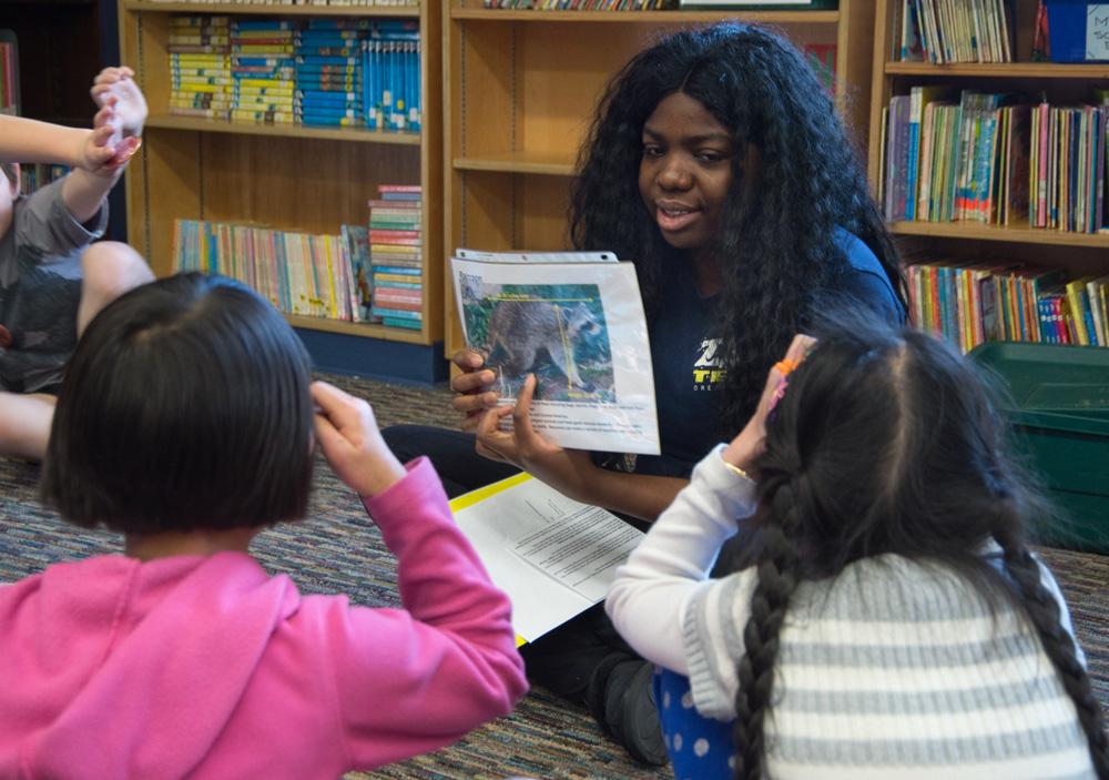 An Oregon Zoo 'ZAP' intern talks to students from Vestal Elementary School