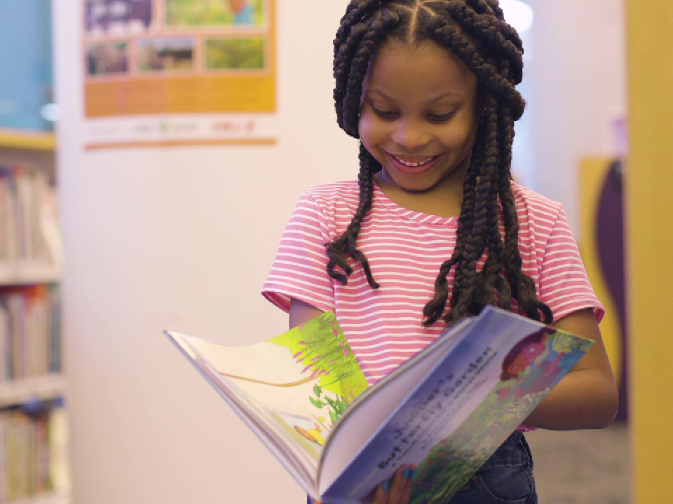 A young girl participating in Oklahoma City Zoo's Read for Adventure program