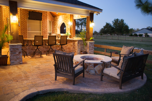 Outdoor Firepit Landscaping