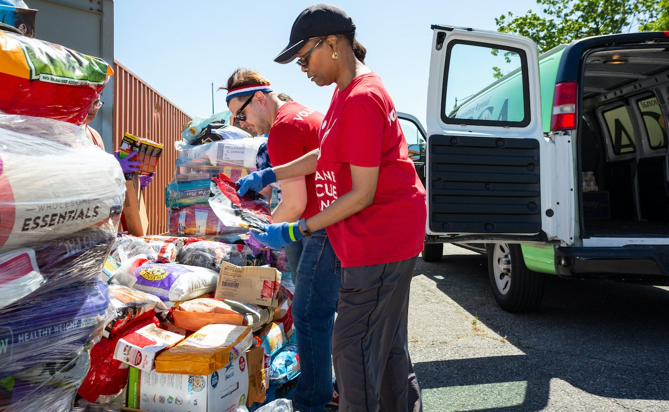 Receive free pet food and supplies at locations across DC. icon