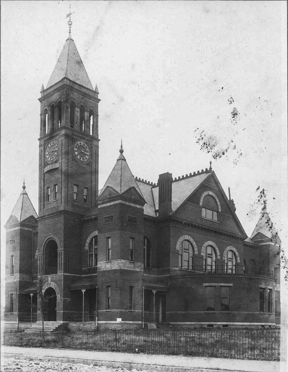 Photograph of courthouse