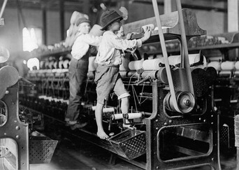 Children climbing on machines by Lewis Hine in 1909, Library of Congress.