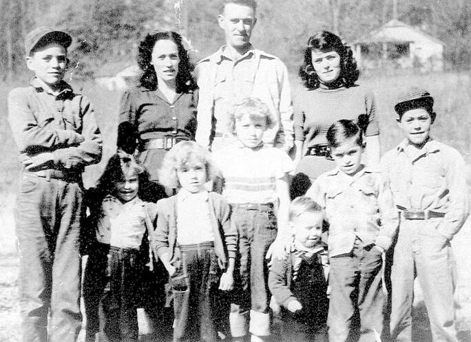 Parton family photo, taken from Dolly Parton's official website dollyparton.com.