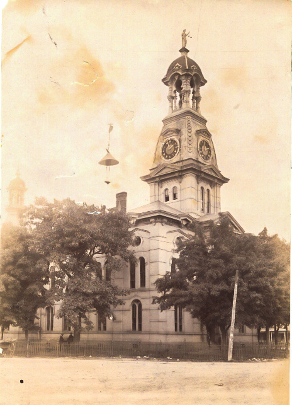 Photograph, Fayette County Courthouse, late 1800s to early 1900s, courtesy of the Tennessee State Library & Archives