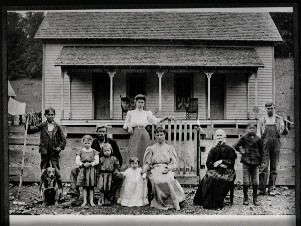Photograph of Hutchinson Family, Fayetteville, early 1900s, courtesy of the Tennessee State Library & Archives