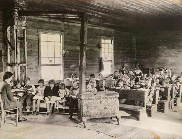 Oakdale School in Loyston, Photo by Lewis Hine, Tennessee State Museum Collection.