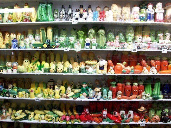 Image from the Salt and Pepper Shaker Museum: These are all shakers shaped like vegetables! http://thesaltandpeppershakermuseum.com/Portals/SandP/Images/Gallery/Details/Veg.jpg
