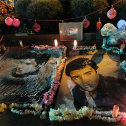 Each year, Elvis fans make creative tributes that line the streets of Elvis Presley Boulevard on the evening of Candlelight Vigil.