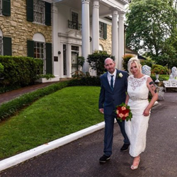 Thomas and Sonya Hart of the United Kingdom were married at Graceland's Chapel in the Woods on August 14, 2017.