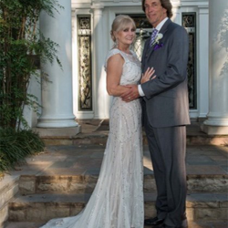 Laurie and Thomas Haiar of Norfolk, Nebraska, were married at Graceland