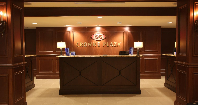 Crown Plaza Louisville Airport Front Desk